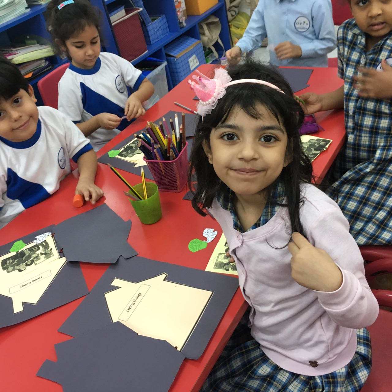 KG3-Disney  Living and Non-living things Activity